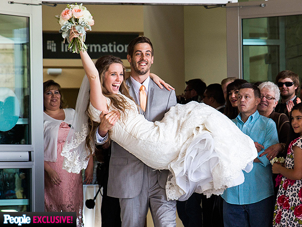 Jill and Derick Dillard Celebrate Wedding with More Than 1,000 Guests