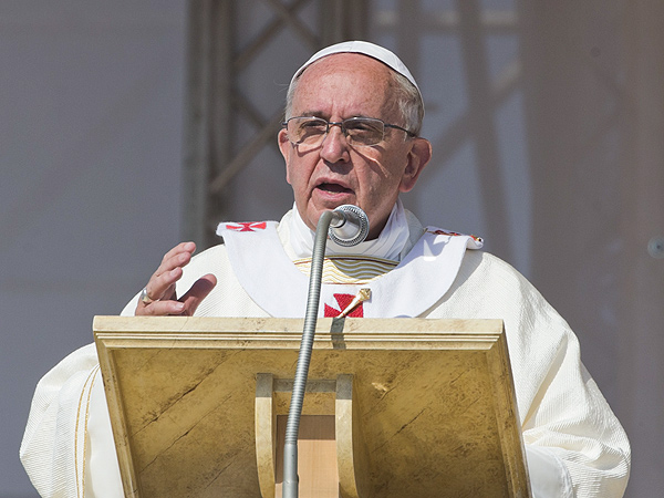 Pope Francis Excommunicates All Mobsters from the Church