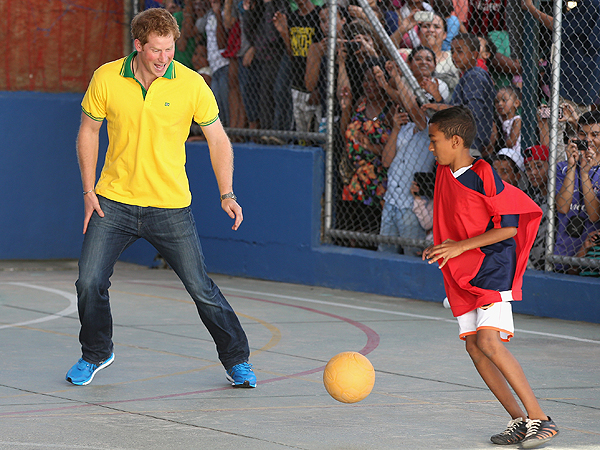 See Prince Harry's Hilarious Commonwealth Games Photobomb| The Royals, Around the Web, Prince Harry