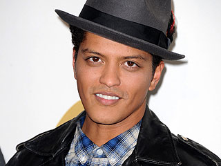 Bruno Mars Feasts on Lobster at JFK's Table in Boston