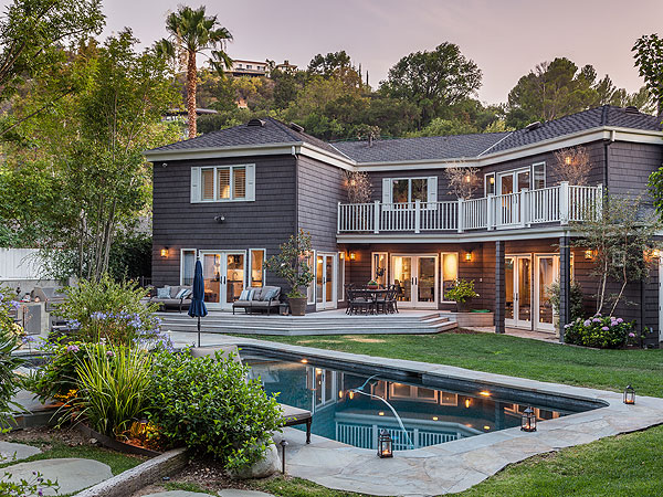 photo: house/residence of enchanting conceited attractive  3 million earning Los Angeles, California, United States-resident
