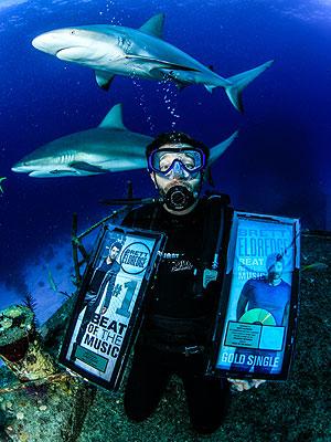 Brett Eldredge Swims with Sharks: Photo