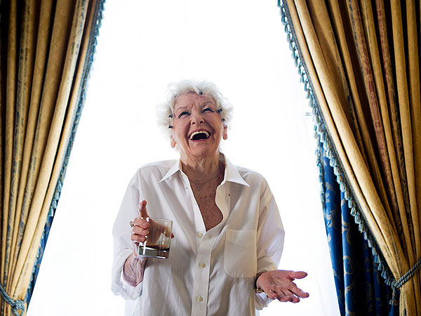 Elaine Stritch, Broadway Legend and TV Star, Dies