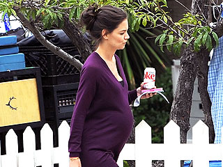 Check Out Katie Holmes's Baby Bump