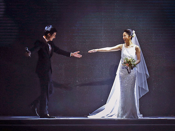 Zhou Xun and Archie Kao Wed in Surprise Public Ceremony in China| Wedding, Archie Kao, Zhou Xun