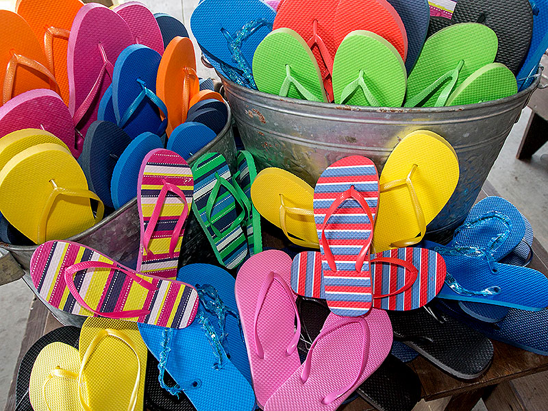 Flip Flop Drop Provides Shower Shoes to the Homeless in Georgia| Heroes Among Us, Good Deeds, Real People Stories, Real Heroes