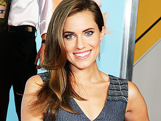 Allison Williams Begins Flight Training for Peter Pan: VIDEO