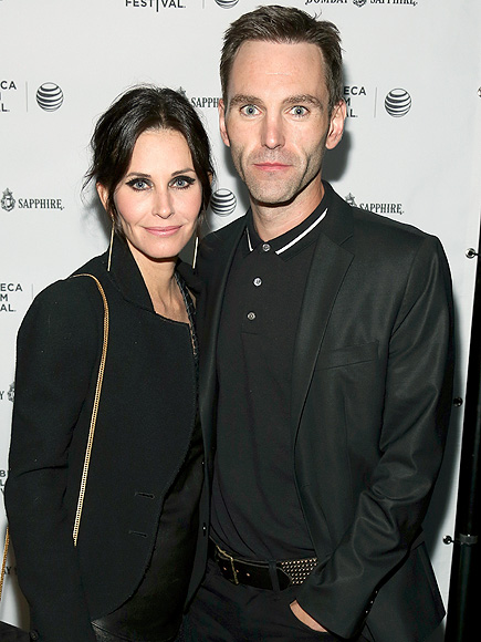 Courteney Cox & Johnny McDaid Snag New Rings in Ireland – But What Kind?