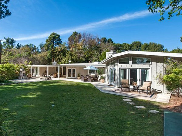 Garth Brooks & Trisha Yearwood Put Malibu Beach House Up for Sale| Celeb Real Estate, Country, Garth Brooks, Trisha Yearwood