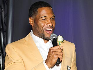 After Split, Michael Strahan Makes Emotional Speech at Pro Football Hall of Fame Induction