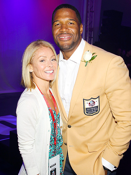 After Split, Michael Strahan Makes Emotional Speech at Pro Football Hall of Fame Induction| Kelly Ripa, Michael Strahan, Nicole Murphy