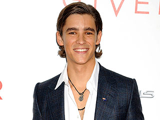 The Giver Star Brenton Thwaites Wants You to Know He Is Not Dating Taylor Swift | Brenton Thwaites