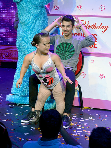 Nick Jonas & Olivia Culpo Enjoy Sun Soaked Weekend in Las Vegas, Joe Jonas Celebrates 25th...
