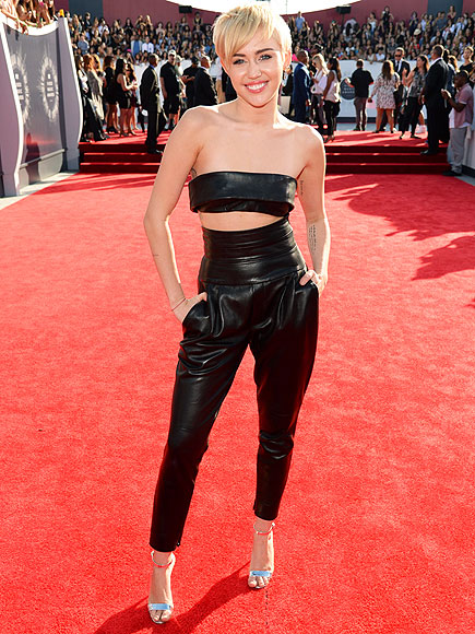 VMAS 2014: Miley Cyrus Teases New Music 'It's Not about Twerking'