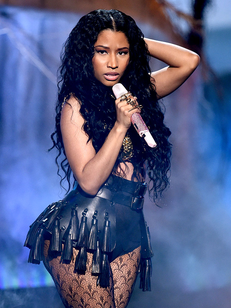 Nicki Minaj S Anaconda Backup Dancer Bitten By Snake During Vma Rehearsal Sickness Amp Injury