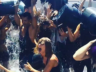 Best of the Ice Bucket Challenge: Watch Justin Theroux Soak Jennifer