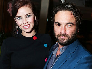 Johnny Galecki Splits with Kelli Garner