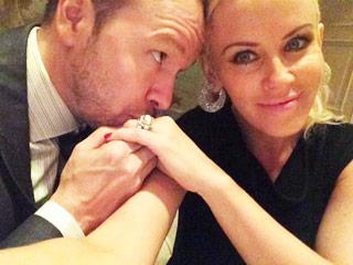 See Jenny McCarthy & Donnie Wahlberg's Sweet Newlywed Selfie