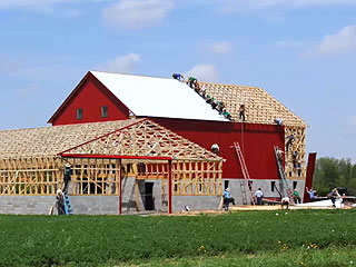 Watch a Mesmerizing Time-Lapse of an Amish Barn Raising