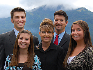 Did Sarah Palin and Her Family Get into a Bloody Brawl at a Party?