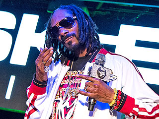 Did Snoop Dogg Post a Homophobic Slur on Social Media? | Snoop Dogg