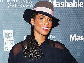 Expectant Alicia Keys Poses Nude for Peace