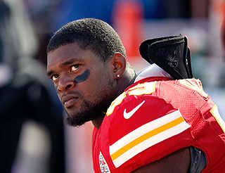 Did Brain Injury Cause an NFL Star to Commit Murder-Suicide?
