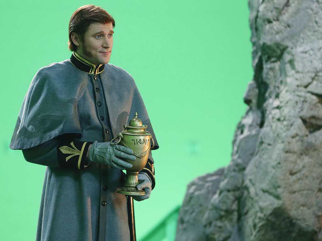 Get a First Look at Hans from Frozen on Once Upon a Time (PHOTO)