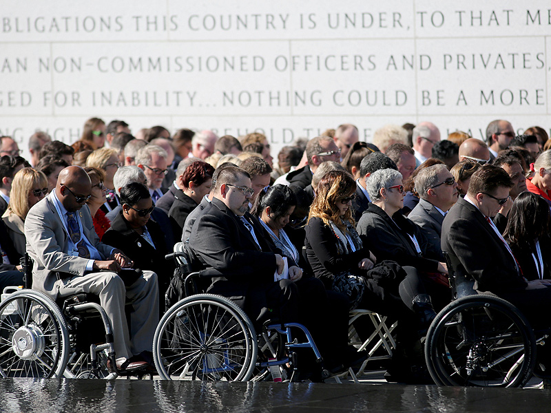 Thousands Attend Opening of First Memorial for Disabled Veterans in Washington, D.C.| Real People Stories, Barack Obama, Bill Clinton, Military and Soldiers