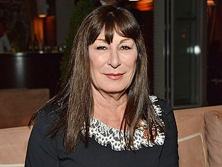Anjelica Huston, in New Memoir, Says She Was Brutally Assaulted by Ex Ryan O'Neal