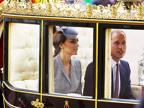 Kate Makes Her Royal Comeback – in a Carriage!| The Royals, Kate Middleton, Prince William