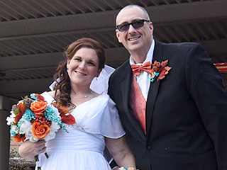 Couple Who Met in Weight Loss Support Group Marries After Losing 380 Pounds