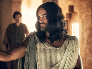 FIRST LOOK: See the Actor Who Will Play Jesus for NBC