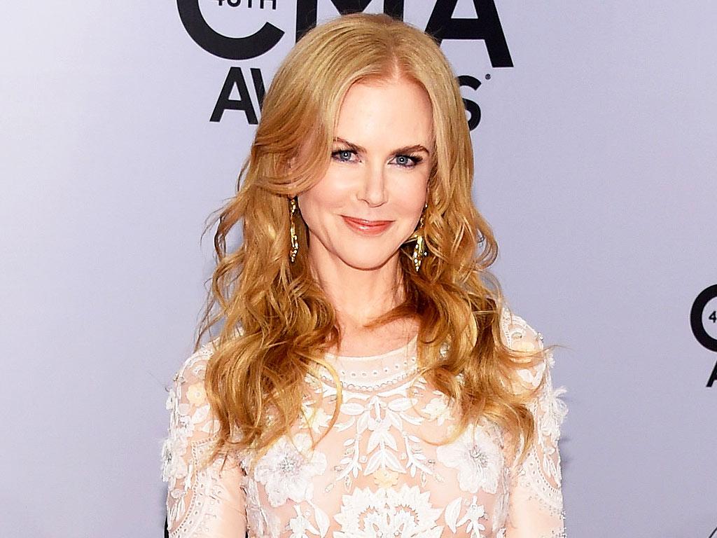 Nicole Kidman Dancing at the CMA Awards : People.com