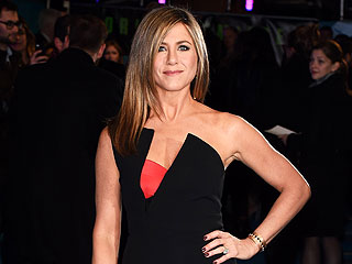 PHOTO: Jennifer Aniston Strikes a Glam Pose on the Horrible Bosses 2 Red Carpet