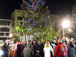 PHOTO: City's 'Ugly' Christmas Tree Prompts Public Outcry
