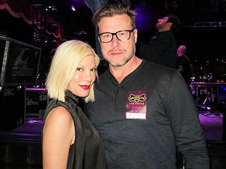 Tori & Dean Get Cozy at a Concert