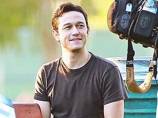 Joseph Gordon-Levitt Pays Tribute to His Late Brother by Wearing Mismatched Socks