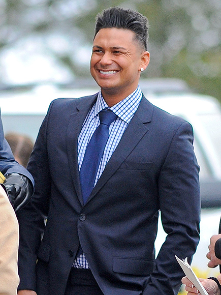 http://img2.timeinc.net/people/i/2014/news/141215/pauly-d-435.jpg