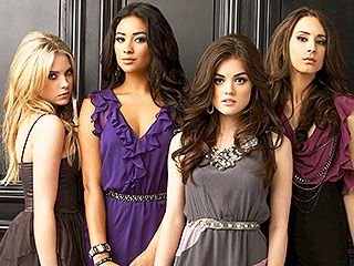 PLL: See What Answers Will Be Revealed in the Christmas Special | Pretty Little Liars