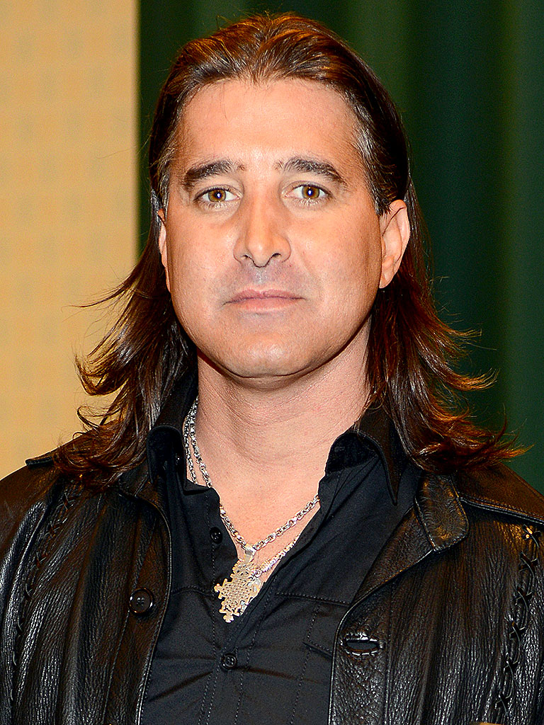 The 44-year old son of father (?) and mother(?), 176 cm tall Scott Stapp in 2017 photo
