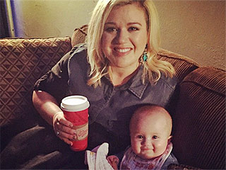 Kelly Clarkson's Daughter Already Hangs Backstage – and There's Proof (PHOTO)