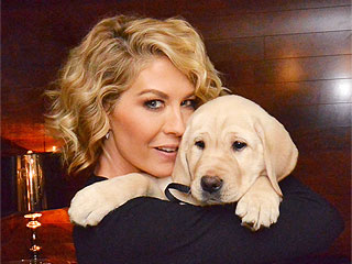 Growing Up Fisher Cast Adopts Labrador Retriever | Animals & Pets, Stars and Pets, Cute Pets, Pet News, Jenna Elfman