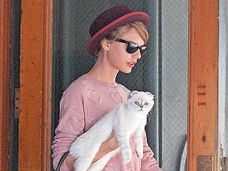 Taylor Swift: Why I Carry My Cat Around New York
