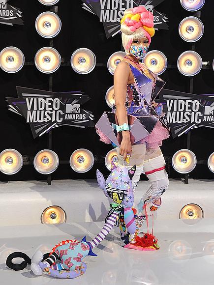 NICKI'S OUTFIT photo | Nicki Minaj