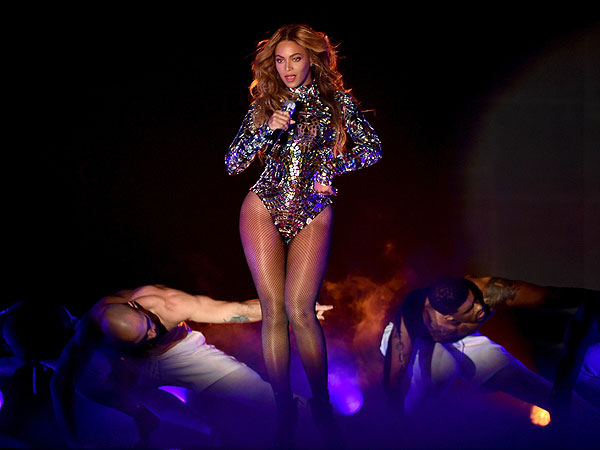 beyonce 3 600 Beyoncé Rocks the Video Music Awards, Thanks Her Beloved Family