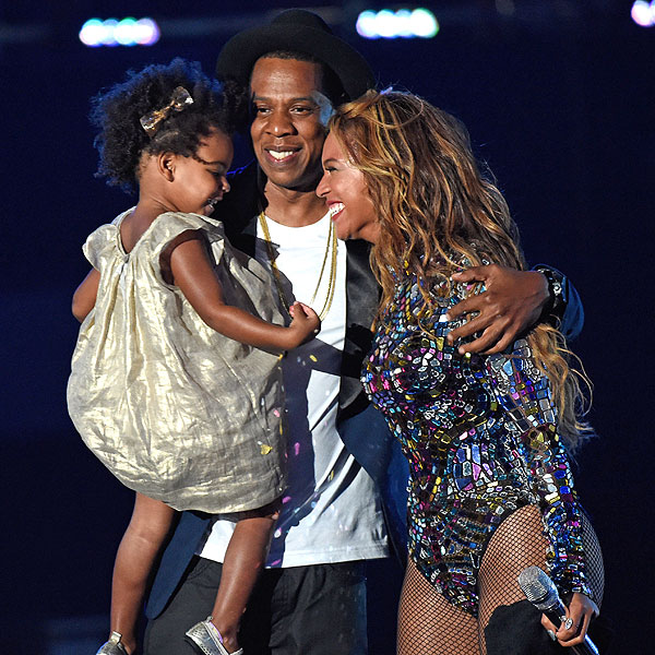 VMAs 2014: Beyonce Receives Video Vanguard Award, Joined ...