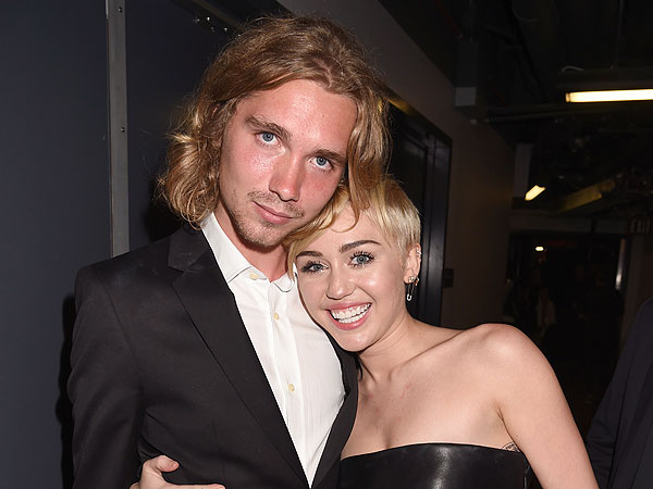 Miley Cyrus Responds to Homeless Fans' Posts on Her Facebook Page| facebook.com, Good Deeds, Miley Cyrus