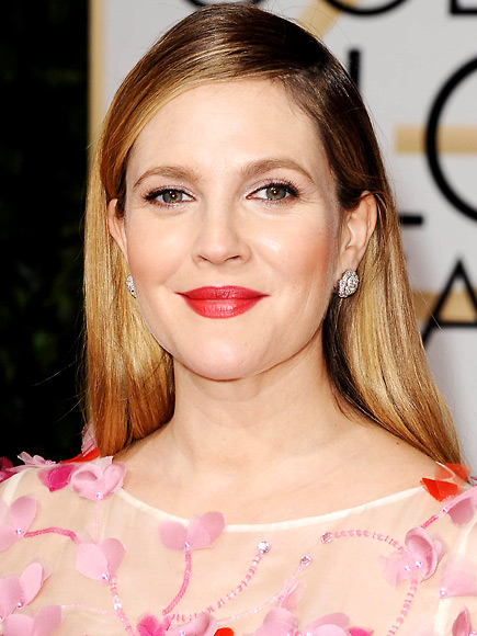 BEST BRIGHT LIPSTICK photo | Drew Barrymore