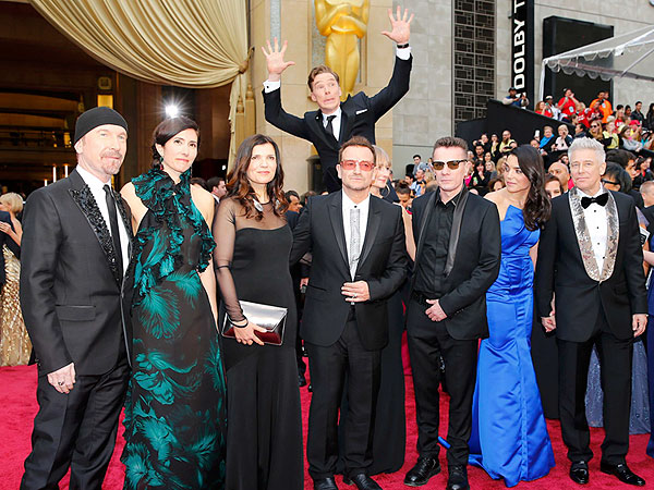 See Benedict Cumberbatch's Epic Red Carpet Photobomb